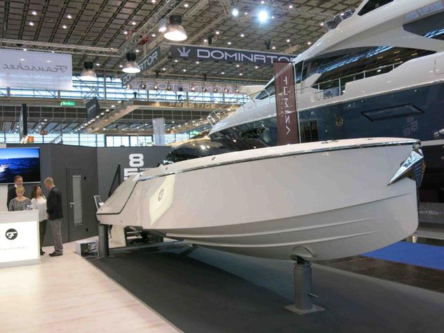 Frauscher 858 Fantom review: Stepped hull shape