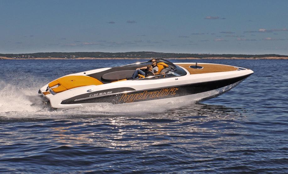 Racing powerboats