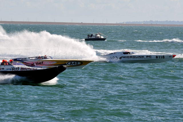 Microlink wins 2012 Cowes-Torquay powerboat race
