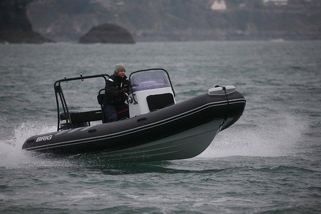 Brig Navigator 570 run right