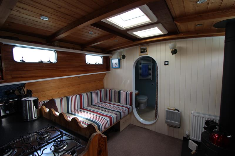 Houseboat fitout