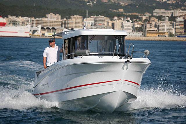 Close up driving the Beneteau Barracuda 7