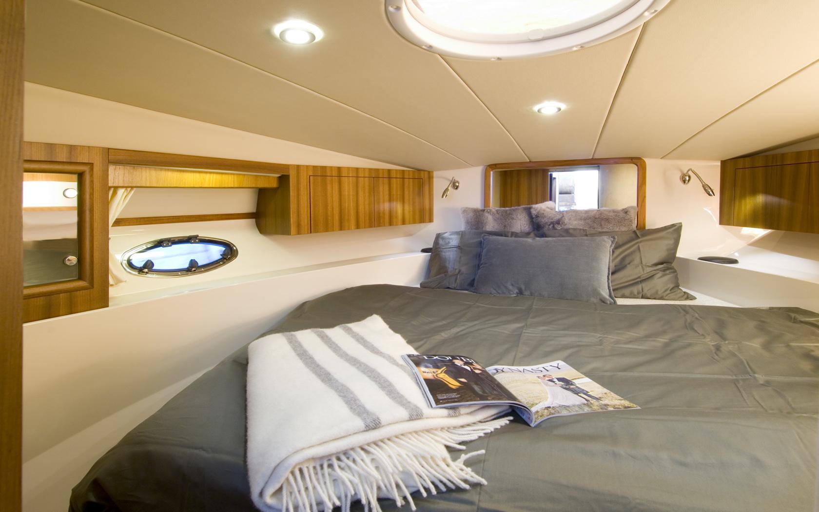 Marex 350 Cabriolet: below deck