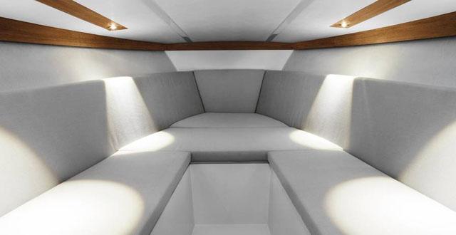 Frauscher 858 Fantom: Cabin