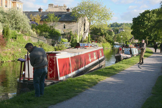 stern-first approach – how to park a narrowboat