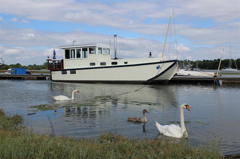 Housesboat for sale. Photo www.mannsandmanns.co.uk.