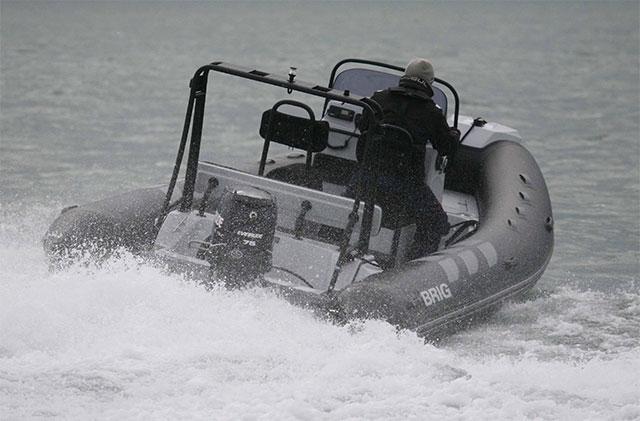 Brig Navigator 570 run stern
