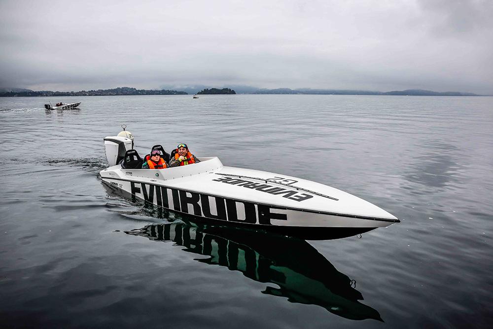 Racing powerboats: Nitra 22 P