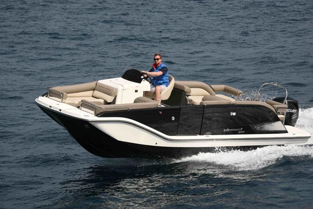 Bayliner Element XR7 - party boat