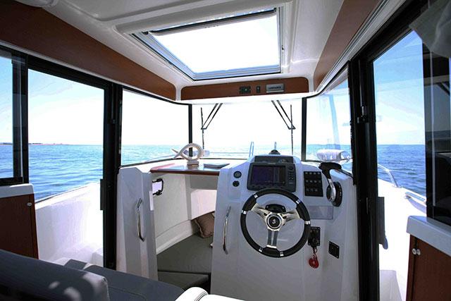 Beneteau Barracuda 7 wheelhouse