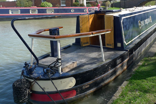 Narrowboat with a cruiser stern