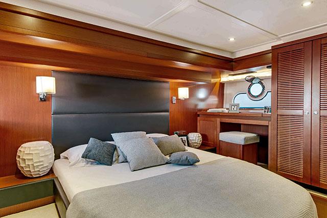 Beneteau ST 50 main cabin