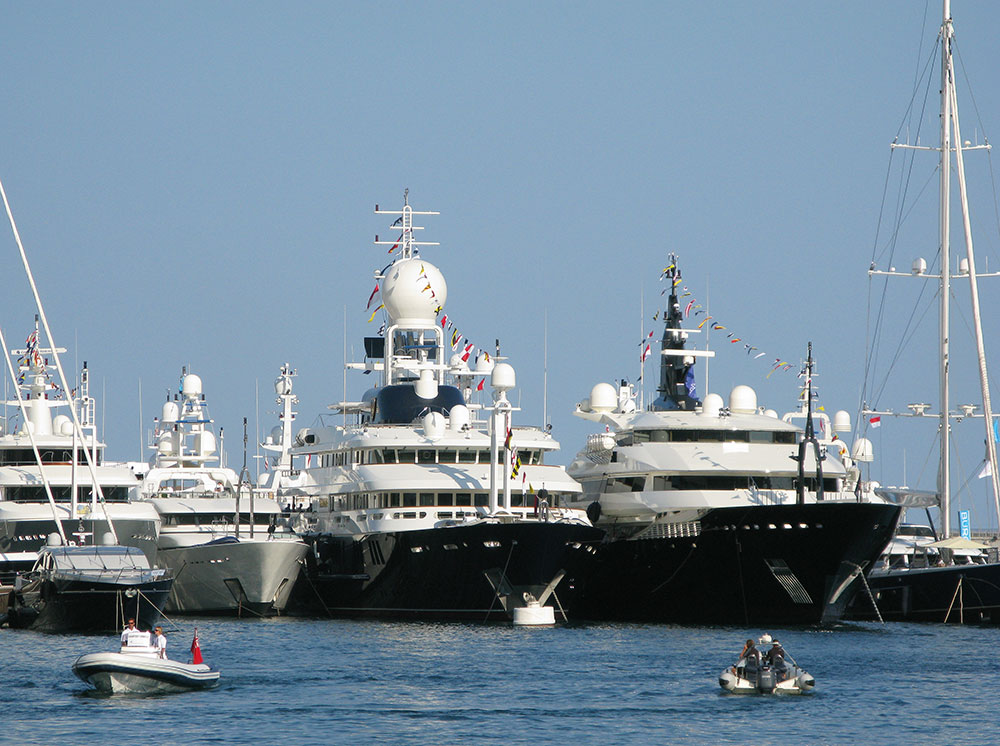 Powerboats: superyachts.