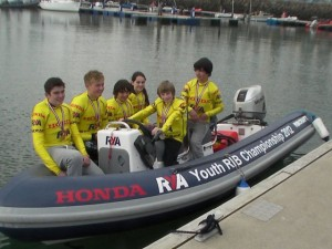 Powerboating cousins win through