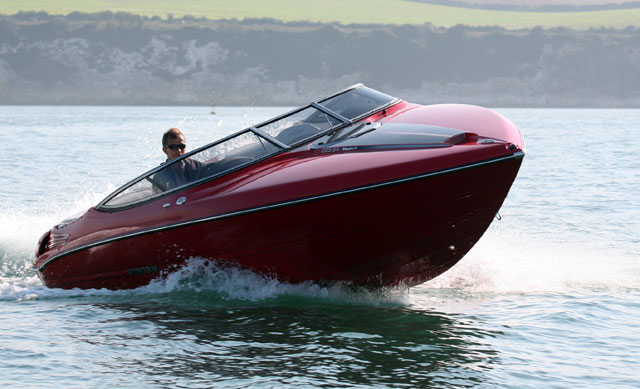 The 225SX is a good boat to drive