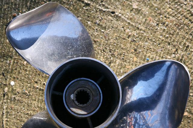 Laying up: damaged propeller