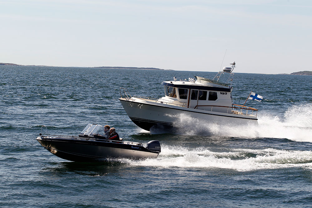 Powerboat: right boat
