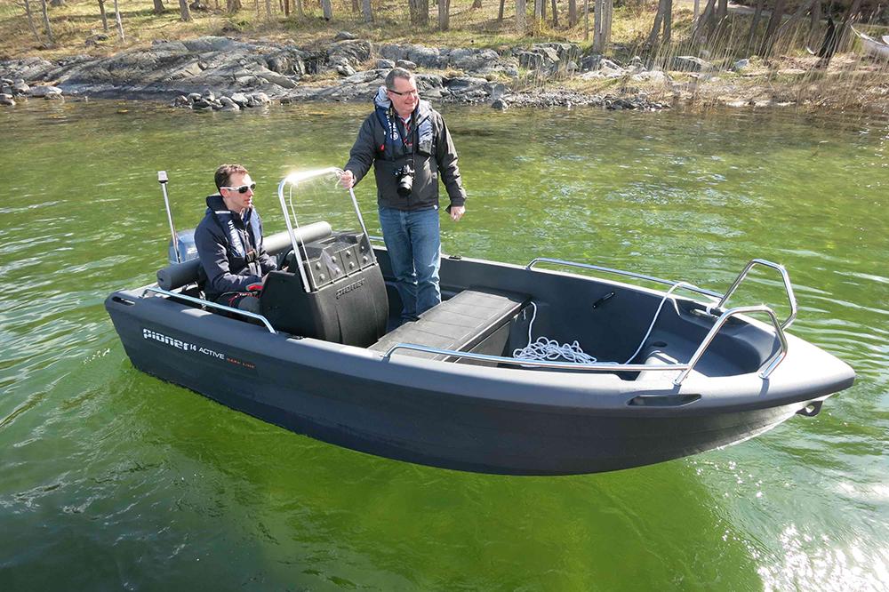 Budget powerboats: Pioneer Dark Line