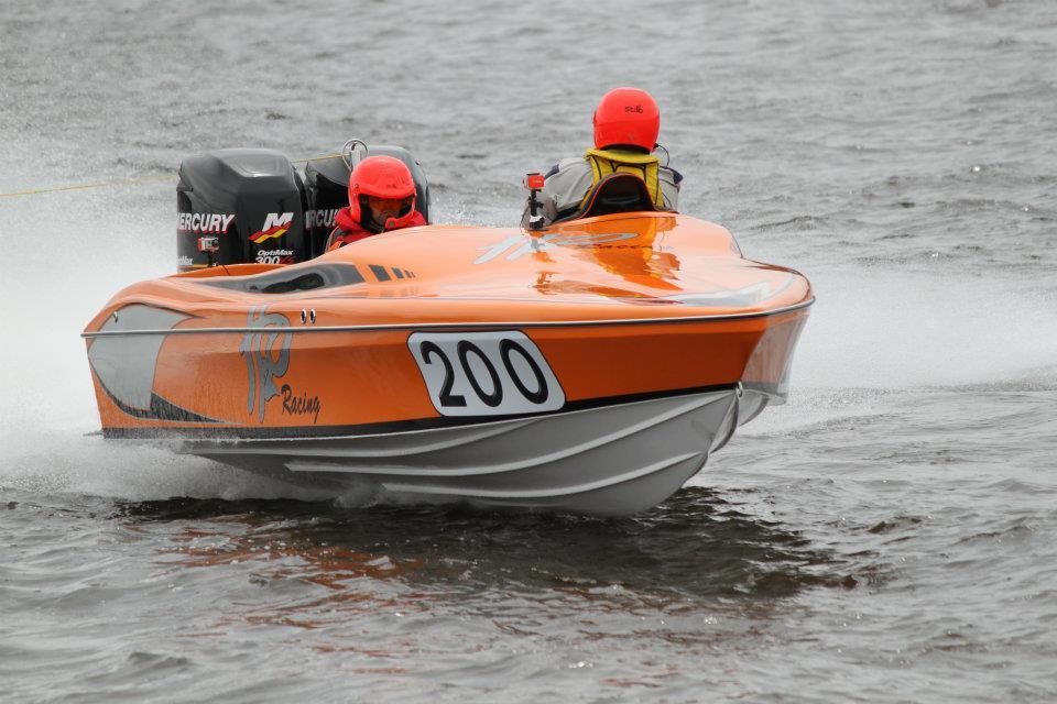 Racing powerboats:  Cyclone 21