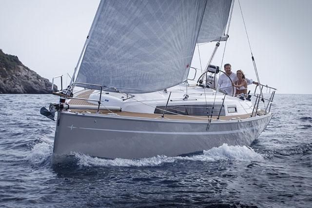 Bavaria Cruiser 33 under sail