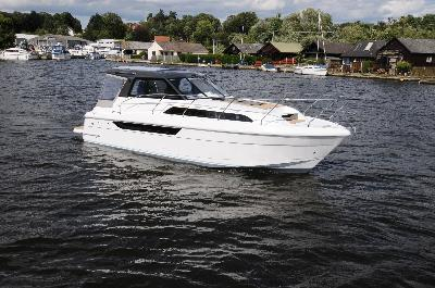 Broom 930 Coupe HT: 10 new powerboats at London Boat Show 2015