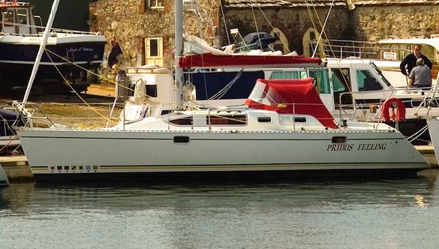 Feeling 326 lifting keel yacht