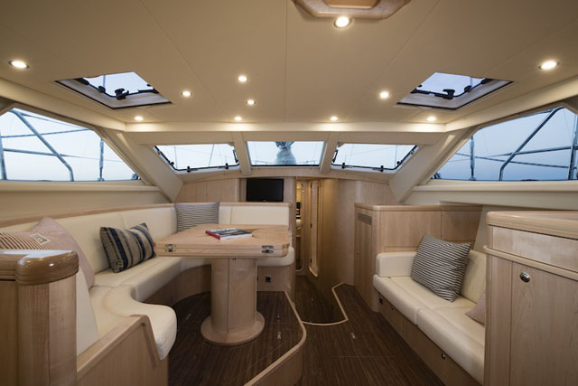 Deck Saloon – Discovery 55 MkII
