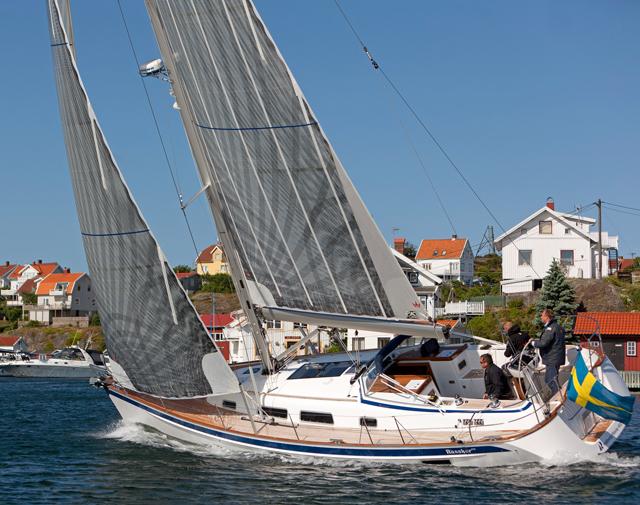 The Halberg-Rassy 412 sailing