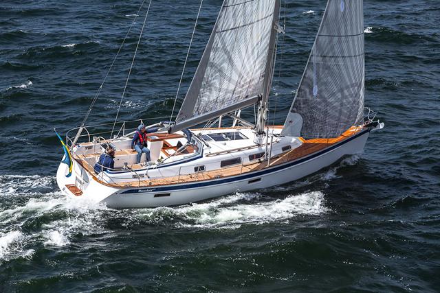 Halberg Rassy 412 sailing