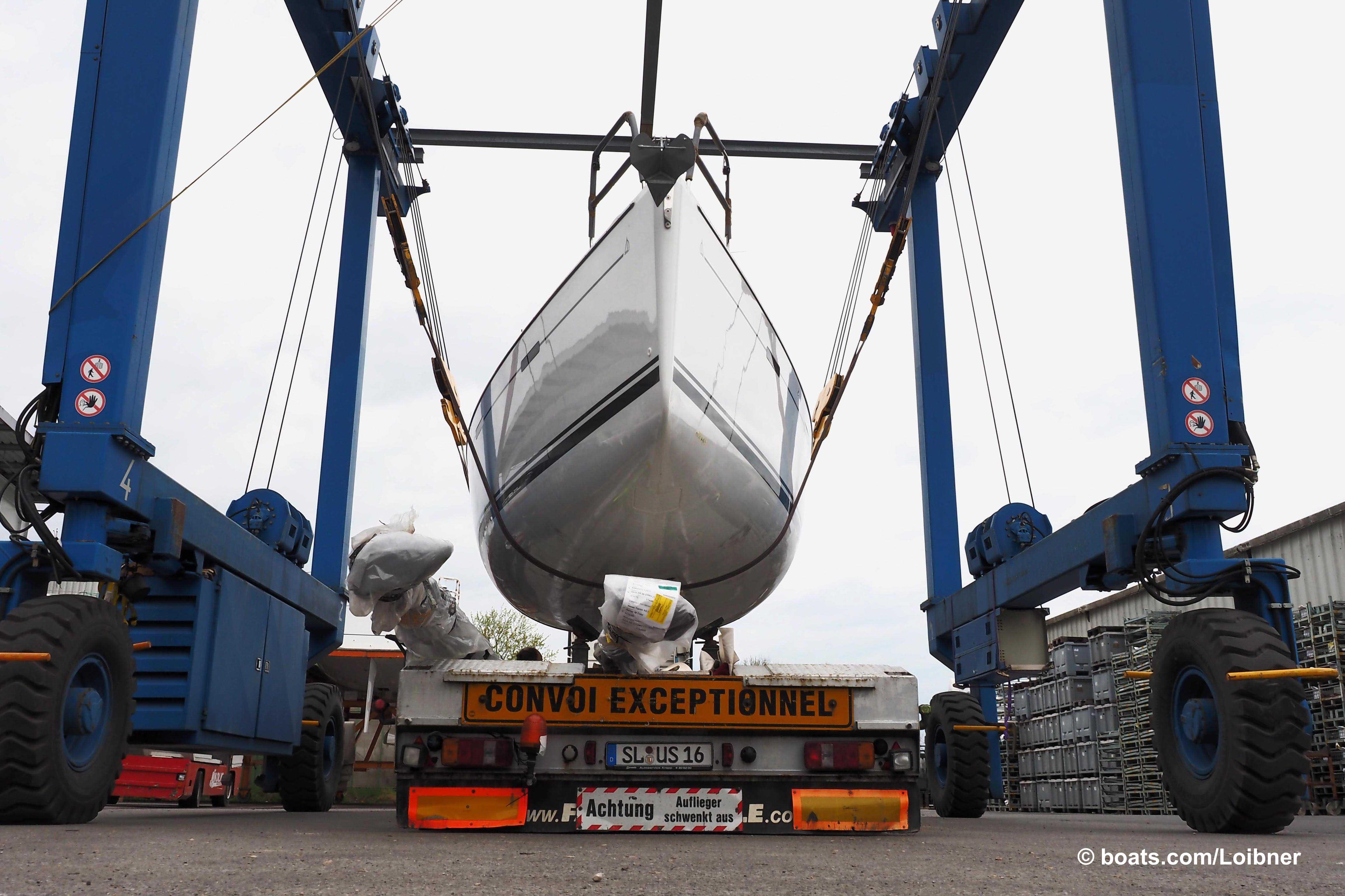 Hanse being loaded
