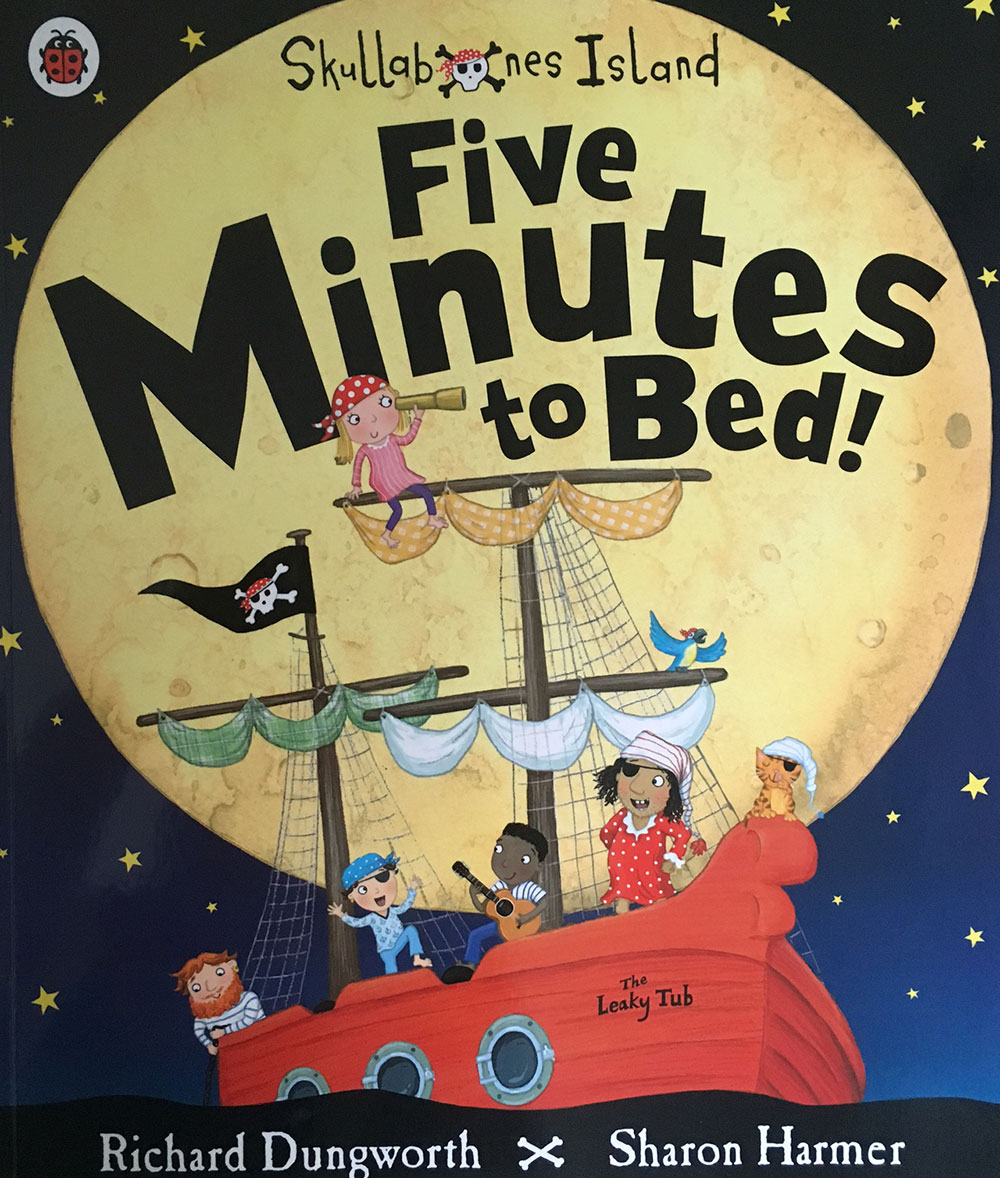 Boating books for children: five minutes to bed.
