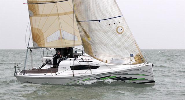 Elan 210 boat test boats.com upwind