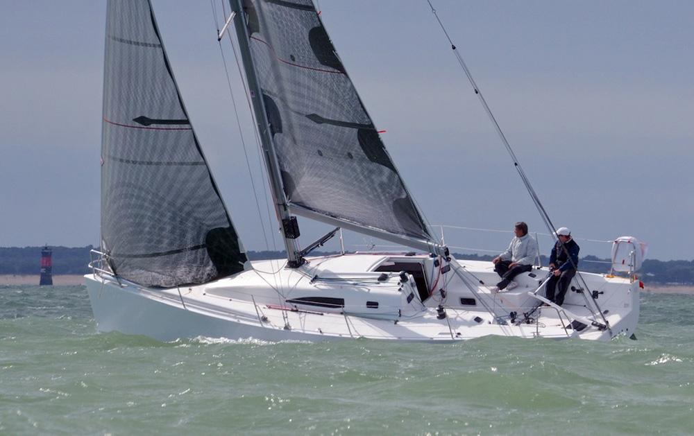 J/11S sailing upwind