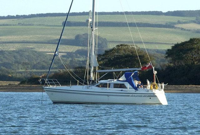 Moody Eclipse 33: deck saloon yacht