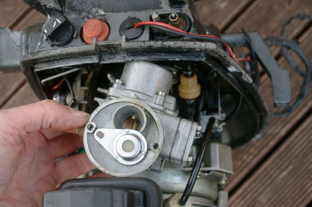 Removing the carburettor