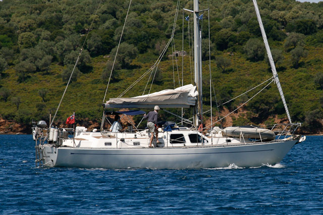 Oyster 406: centre cockpit cruising yachts