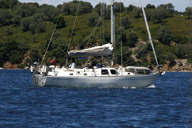 Oyster 406: deck saloon yacht