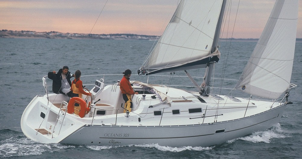 Beneteau Oceanis 323 review