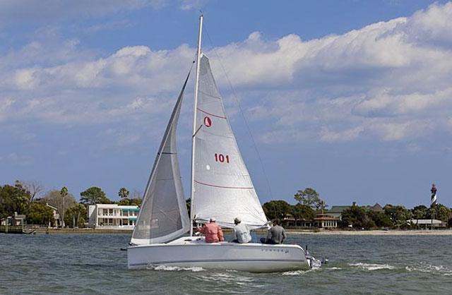Hunter 22 under sail