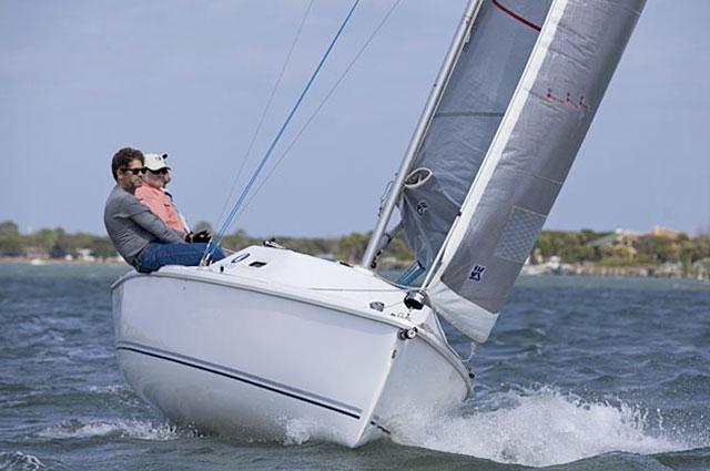 Hunter 22 sailing upwind
