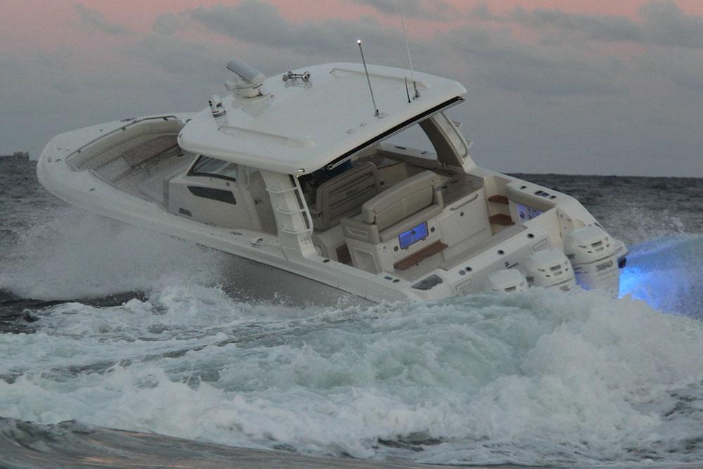Boston Whaler 350 realm turning