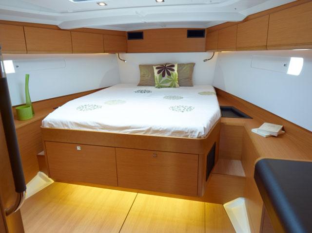 Jenneau Sun Odyssey 509 forward cabin