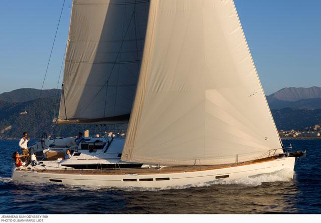 Jeanneau Sun Odyssey 509 under sail upwind