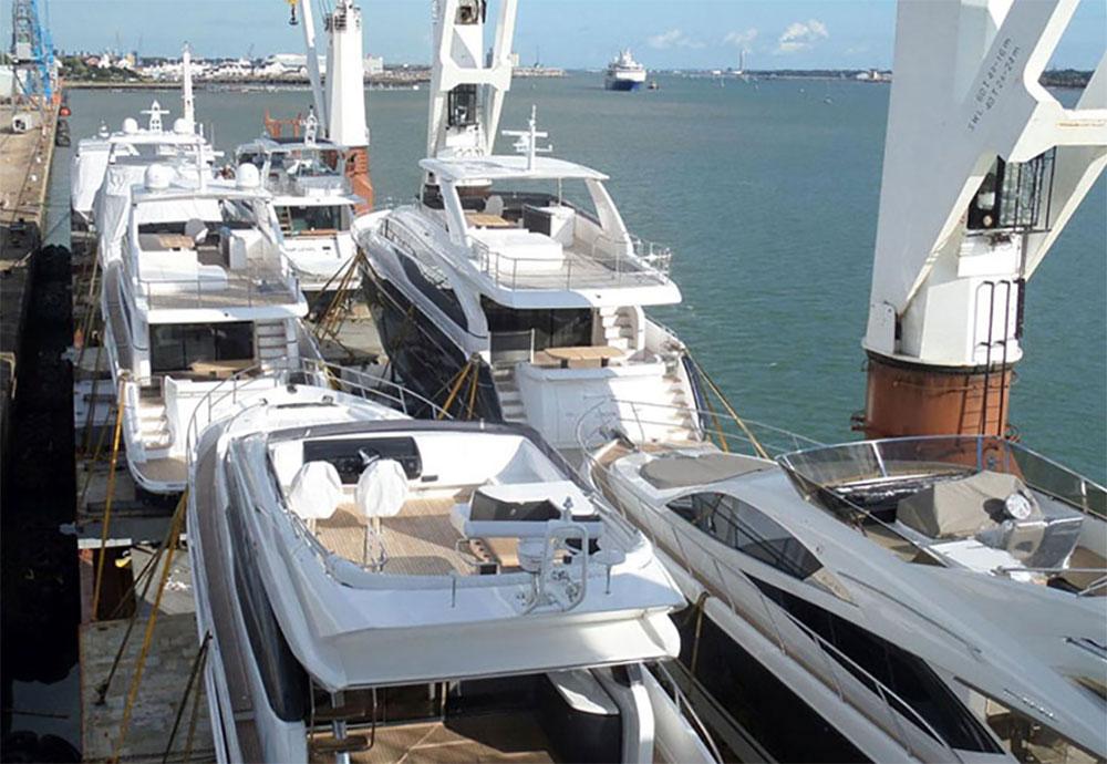 Boat transport: Photo Sevenstar Yacht Transport.