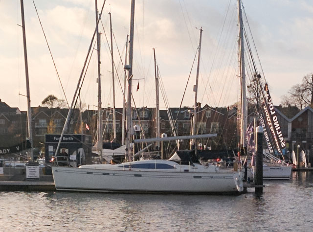Southerly 32: deck saloon yacht