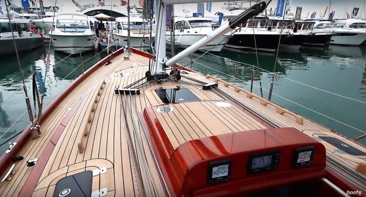The Spirit 47CR video shows the boat's stunning level of craftsmanship
