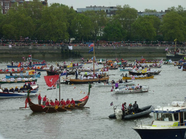 Thames Diamond Jubilee Pageant: enjoying the spectacle