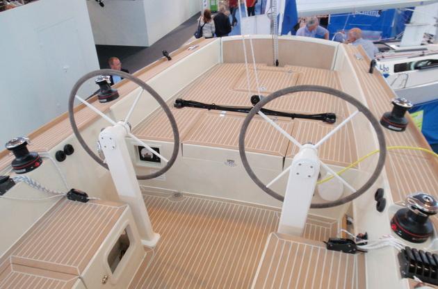 Twin helm stations: Saffier Se 33