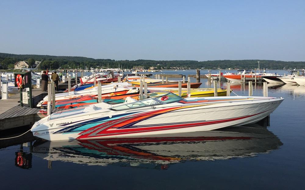 V-bottom high performance powerboat