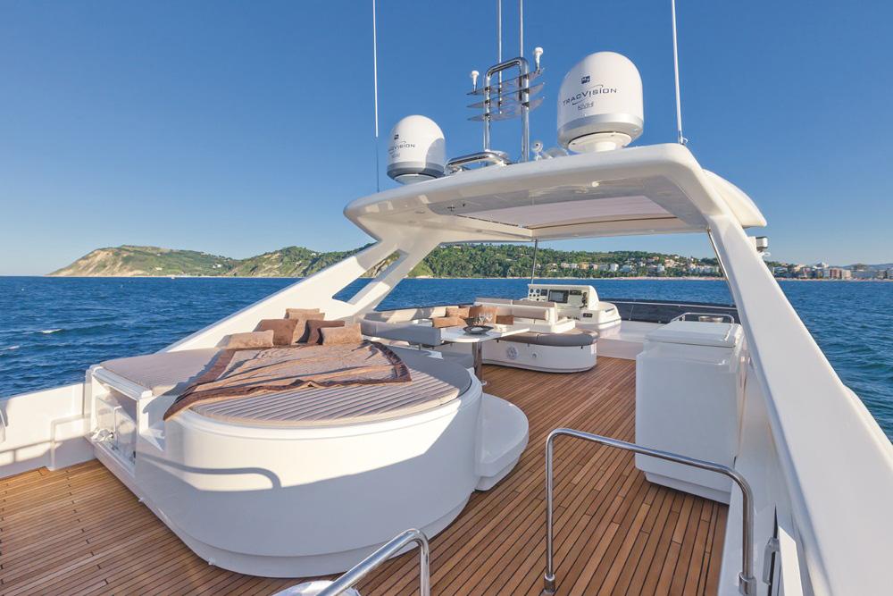 Ferretti Yachts 870: Upper deck